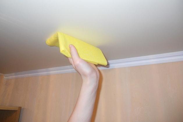 Фиброткань - пожайлуй лучший вариант для ухода за натяжным потолком