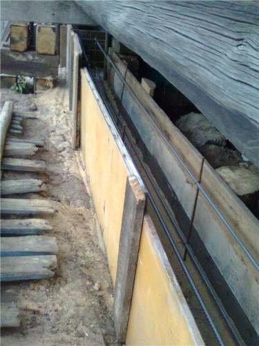 Каркас установлен в опалубку под дом - можно заливать бетон