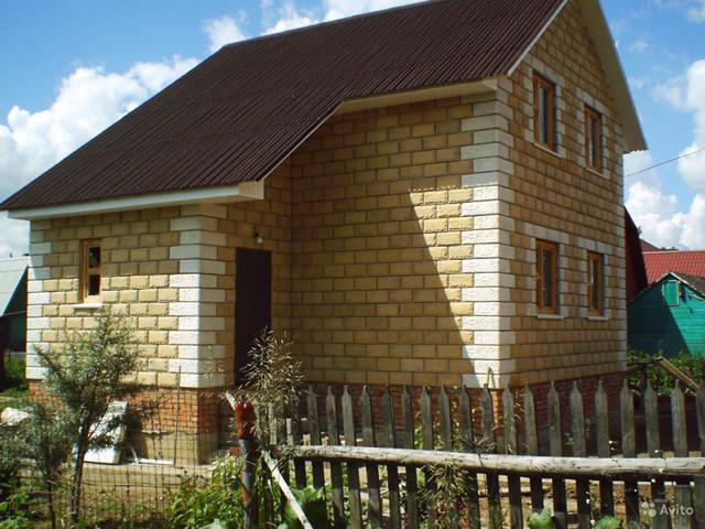 Готовый дом, выложенный из теплостена