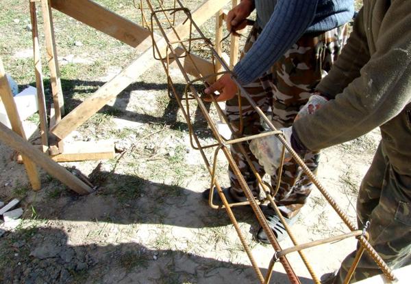 Армокаркас из четырех прутьев арматуры
