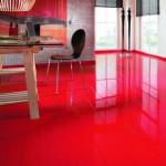 Фото: красный глянцевый ламинат