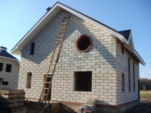 Результат моих трудов - двухэтажный дом из пеноблоков