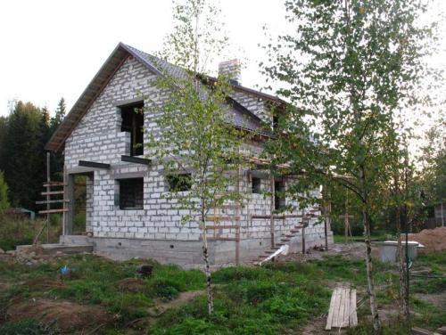 Одноэтажный дом из пеноблоков с мансардой