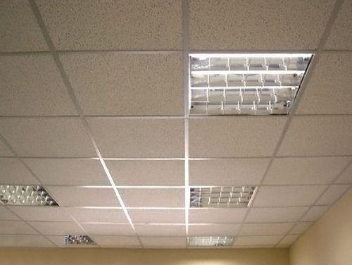 """Смонтированный подвесной потолок """"Армстронг"""""""