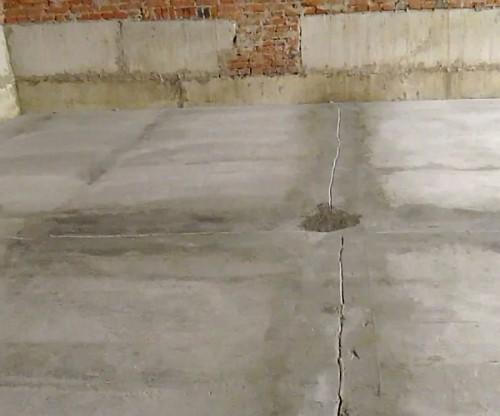 Последствия неправильной укладки стяжки - трещины