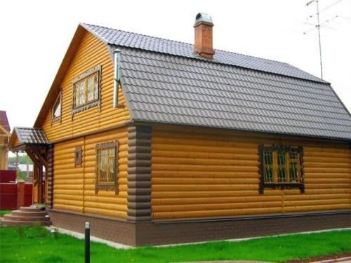 Фото дома, отделанного металлическим блок хаусом