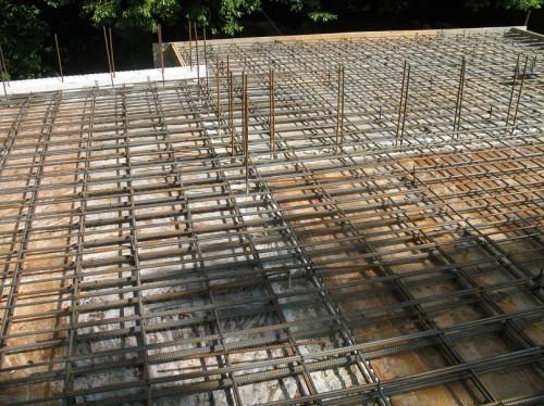 Подготовленная под заливку бетона армировка