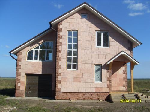 Так выглядел дом 4 года назад, сразу после постройки. Отделку фасада тоже делал сам