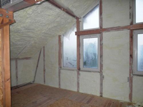Стены и крыша мансарды, утепленные пенополиуретаном