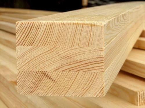 На фото отчетливо видны ламели - деревянные планки из которых склеен брус