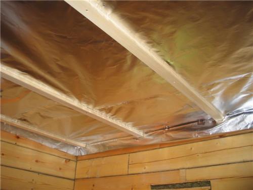 Потолок из OSB, закрытый гидроизоляционной пленкой