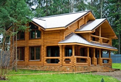 Пример дома, построенного из оцилиндрованного бревна