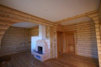 Классический вариант - белый потолок
