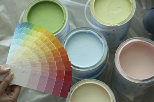 С помощью колера можно получить сотни оттенков различных цветов