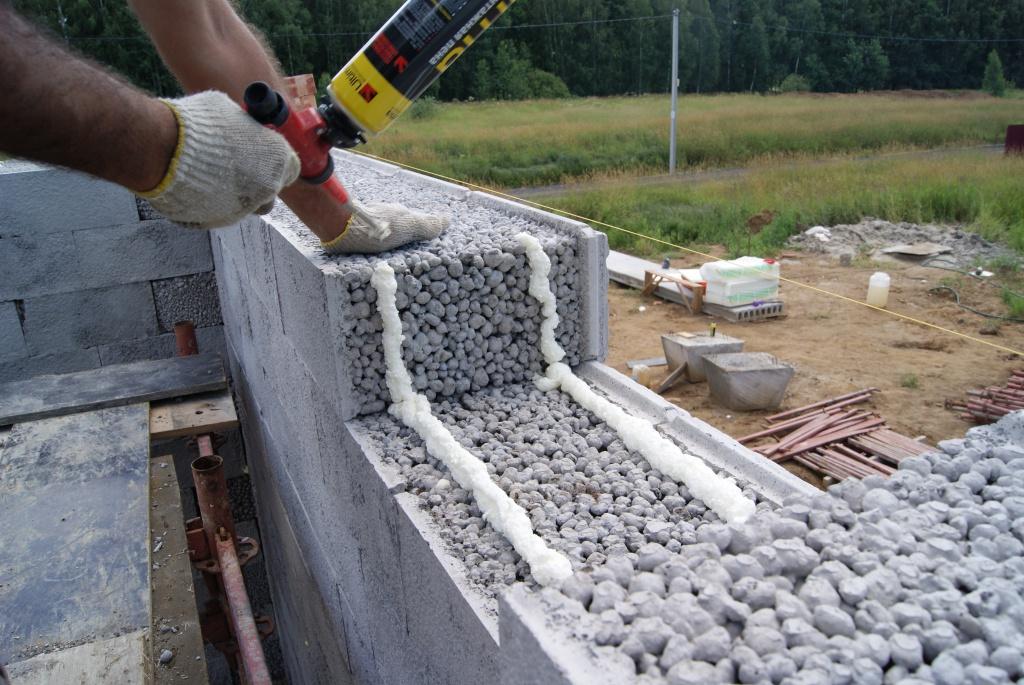 Леки зидария от бетон блокове на лепилото