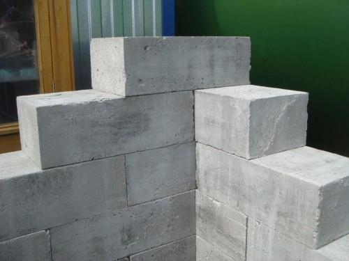 Пеноблок имеет отличную геометрическую форму, благодаря чему блоки очень плотно прилегают друг к другу