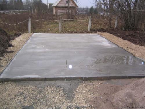 Плитный фундамент один из лучших, но требует материальных и временных затрат