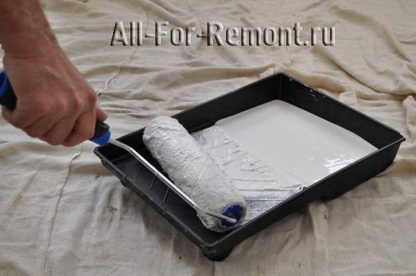 Ванночка позволяет нанести равномерный слой краски на валик