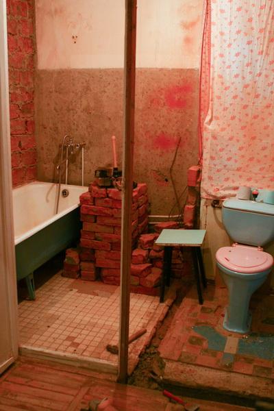 Как сделать ванную комнату в кирпичном доме своими руками 59
